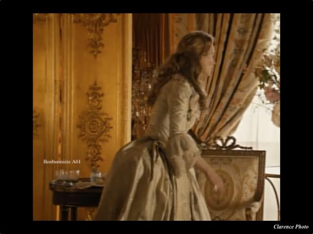 Les adieux la reine bonbonni re verreries des lumi res createur artis - Verreries des lumieres ...